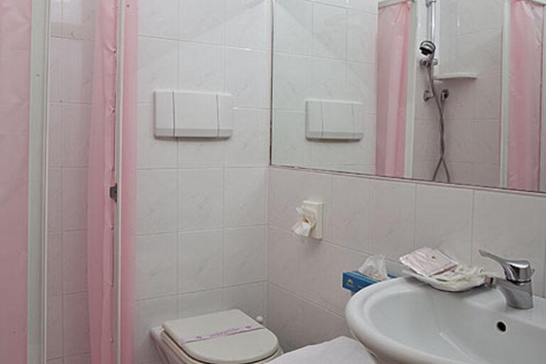 bagno camere fronte mare